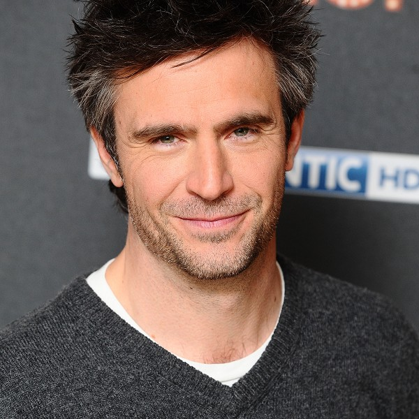 I realized there weren't enough Jack Davenport pictures in this post, so here is a picture of Jack Davenport being all Jack Davenport-y.